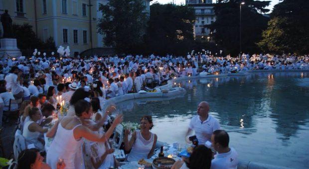 cenaconme - foto piscina parco