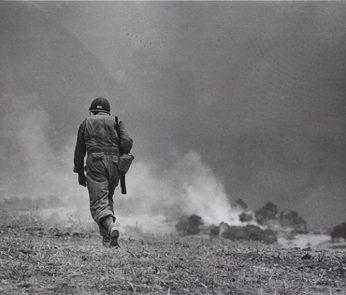 robert-capa-soldato-americano