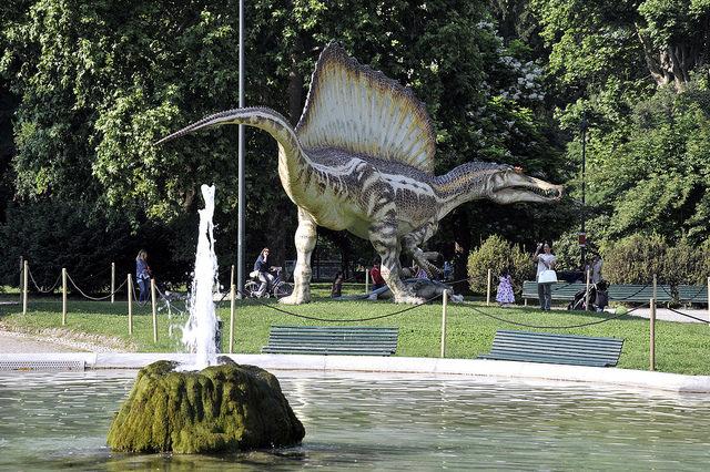 Spinosauro milano in mostra ai giardini montanelli in - Cinema porta venezia milano ...