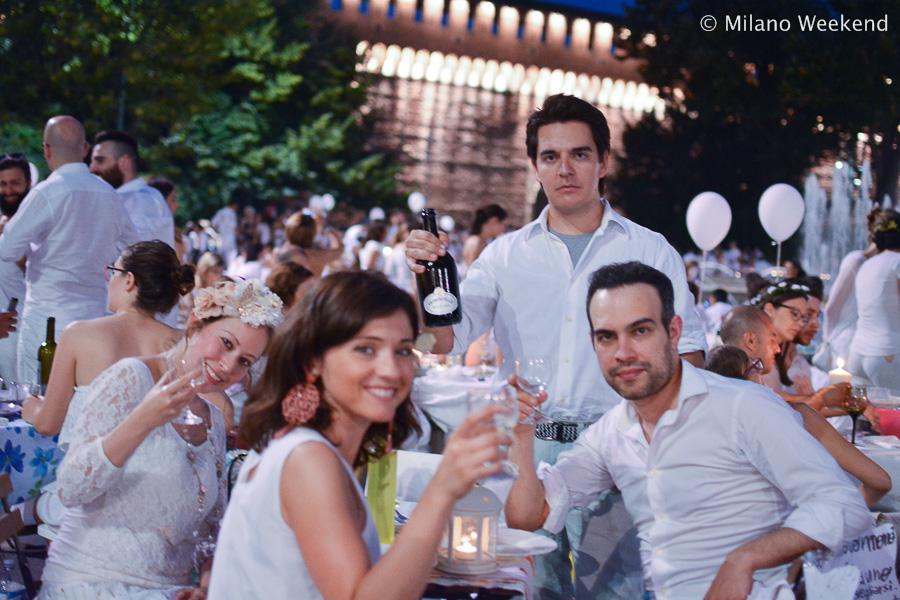 Cena in bianco Piazza Castello Milano 2015-12