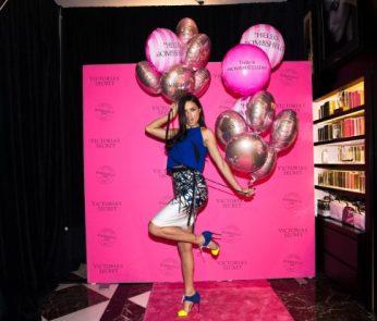lingerie-bombshells-day-2015-adriana-lima-hello-vegas-store-event-victorias-secret-hi-res