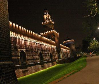 castello-sforzesco-notturno