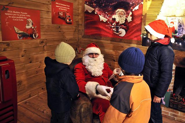 Babbo Natale In Casa.Casa Di Babbo Natale Milano Darsena Le Immagini