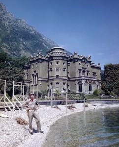 2. In posa davanti alla villa Feltrinelli di Gargnano