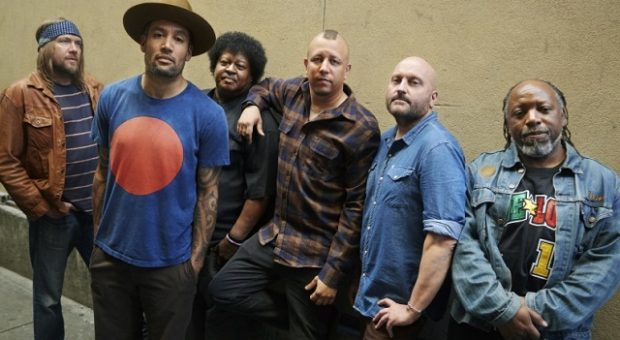 ben_harper_and_the_innocent_criminals_photo_credit_danny_clinch_band_general_2