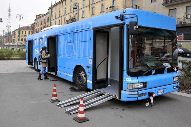 toilet-bus-1