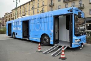 toilet-bus-3