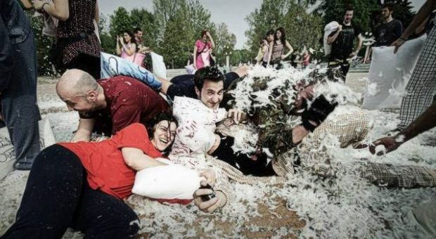 pillow-fight-milano