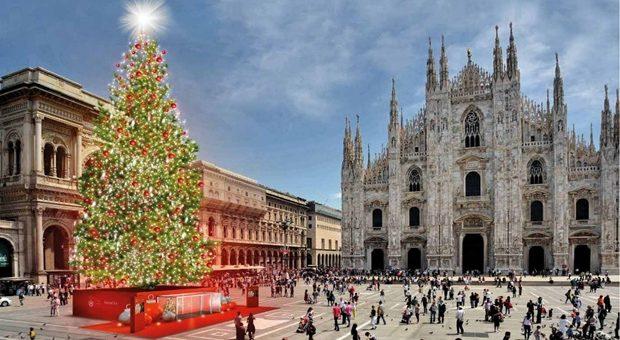 albero-di-natale-in-piazza-duomo-milano-2016