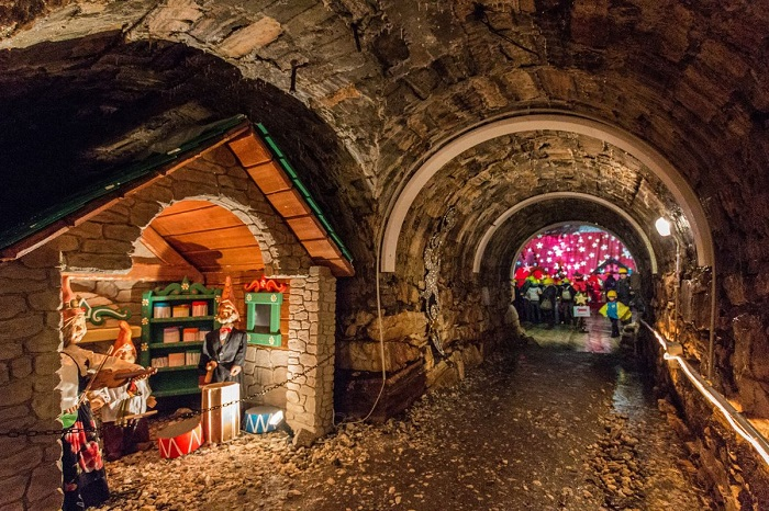 interno_grotta_casette_cerini