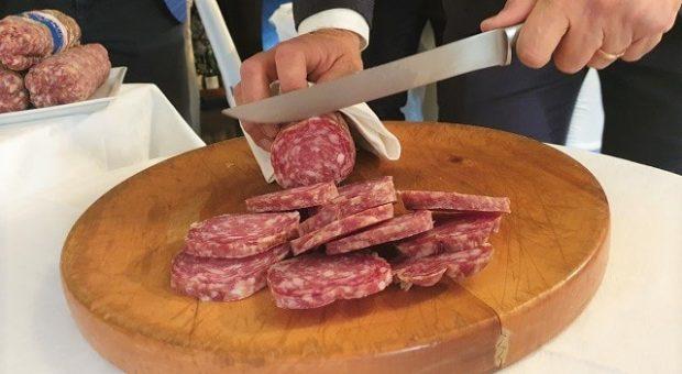 festa-salame-cremona-taglio-adj-min