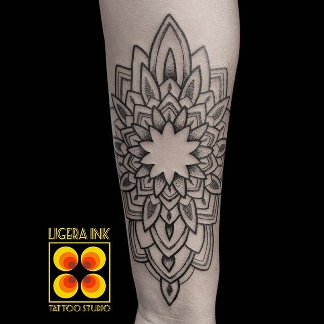 Ligera-ink-tattoo-mandala-min