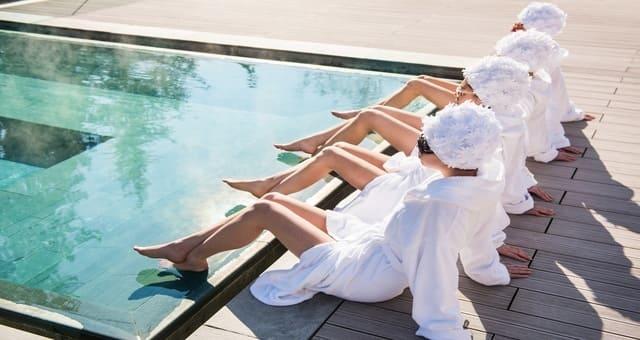 Festa della donna qc terme di milano i trattamenti benessere del giorno - Ragazze al bagno ...