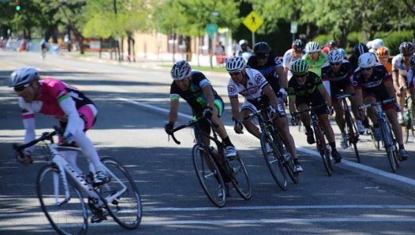 Foto di ciclisti n corsa