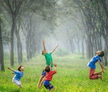 Bambini-palla-gioco-min-620x340-min