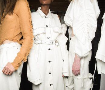 Fashion Week-sfilata-bianco-min