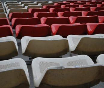 Stadio-vuoto-sedie