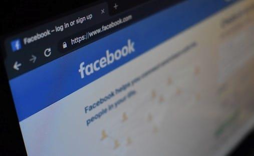 Schermo-facebook