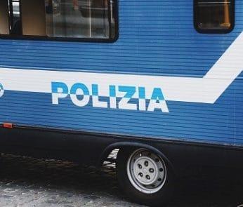 camionetta-polizia