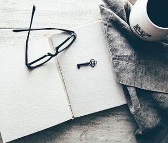 tazza-occhiali-libro
