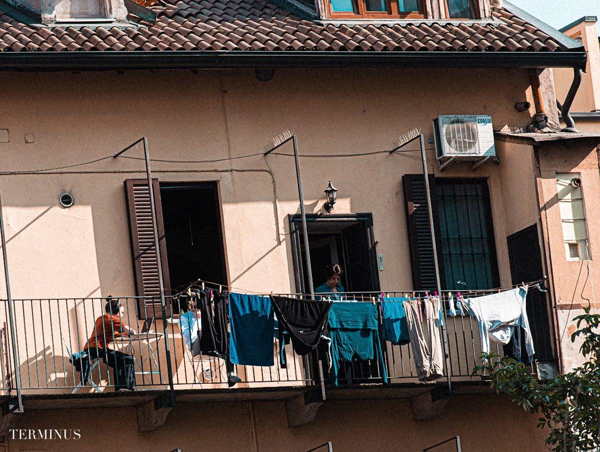 balcone-panni-stesi-min