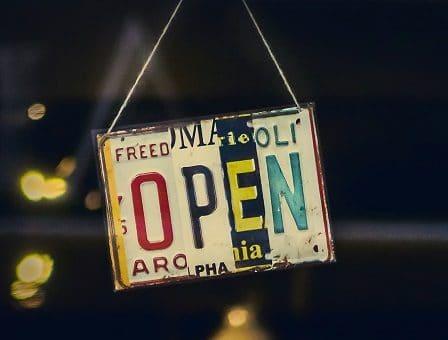 open-cartello-negozio