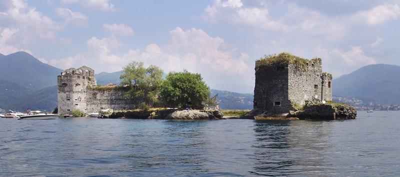 Castelli_di_Cannero_dal_lago