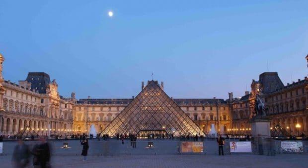 piramide-museo-louvre