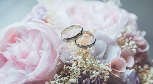 matrimonio-anelli-fiori