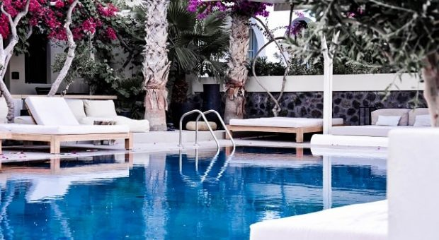 lusso-arredamento-piscina-min